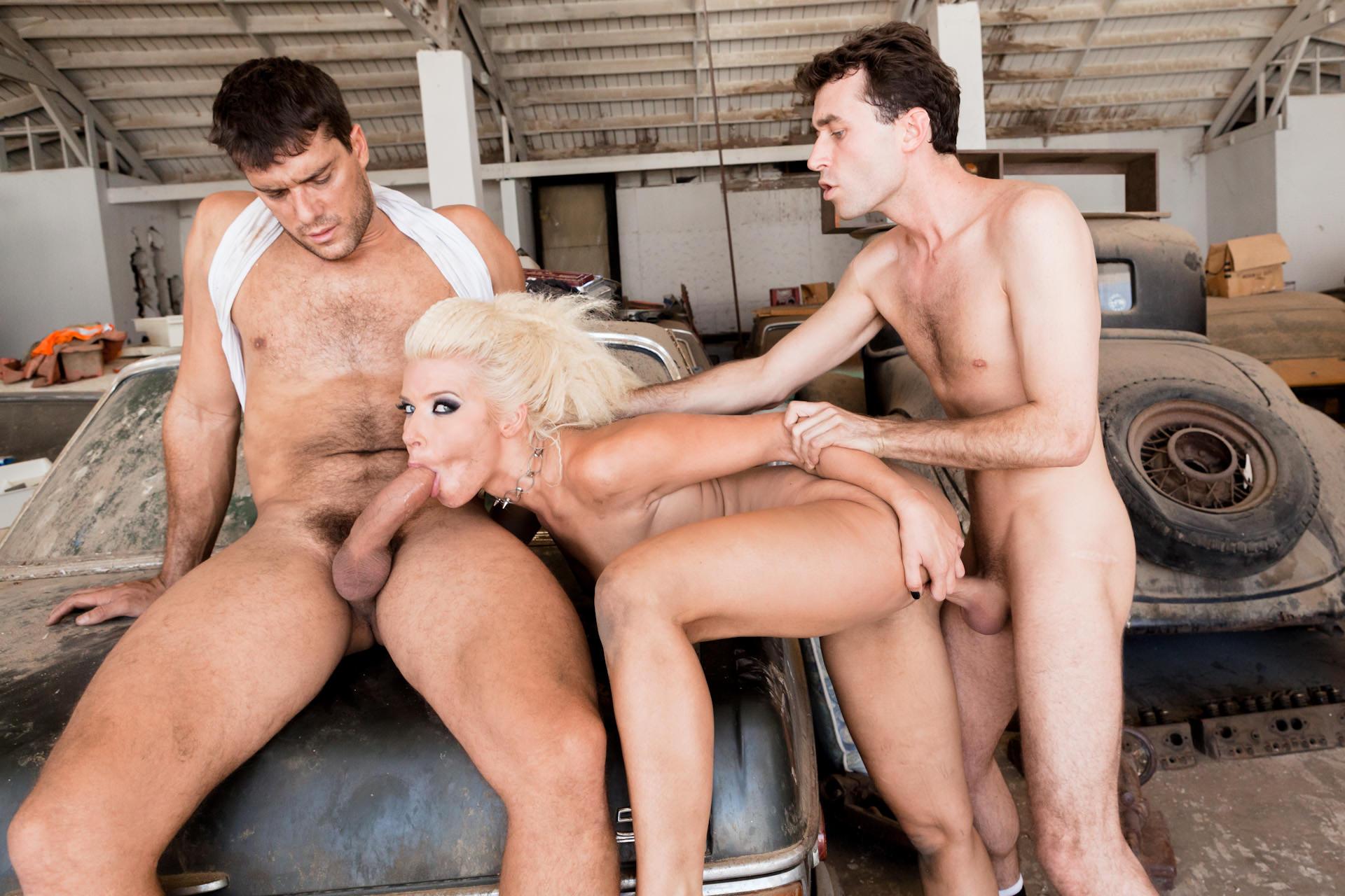 Секс приват секс фото в гараже молодой фото
